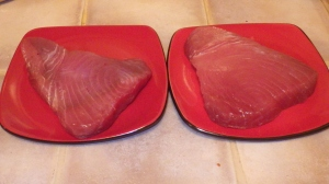 This is what a 1kg of tuna looks like - those plates are 8.5 inches wide. That's a lotta YUM!